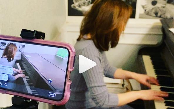 Yoko Miwa livestreaming video