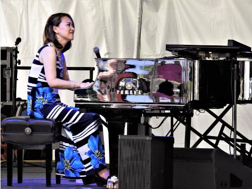 Yoko Miwa at piano