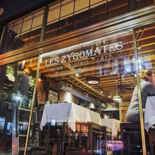 Peeking into the window of Les Zygomates